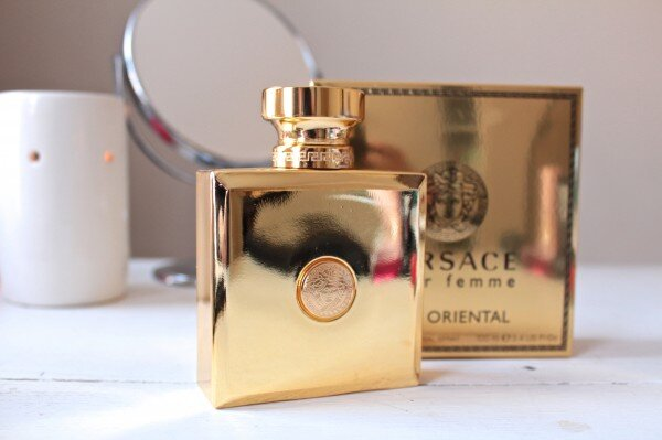 Nước hoa Versace Pour Femme Oud Oriental – Hương gỗ Phương Đông cho những ngày lành lạnh