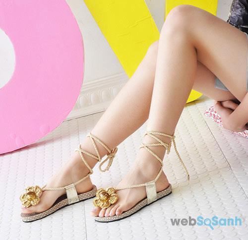 Sandals buộc dây chính là