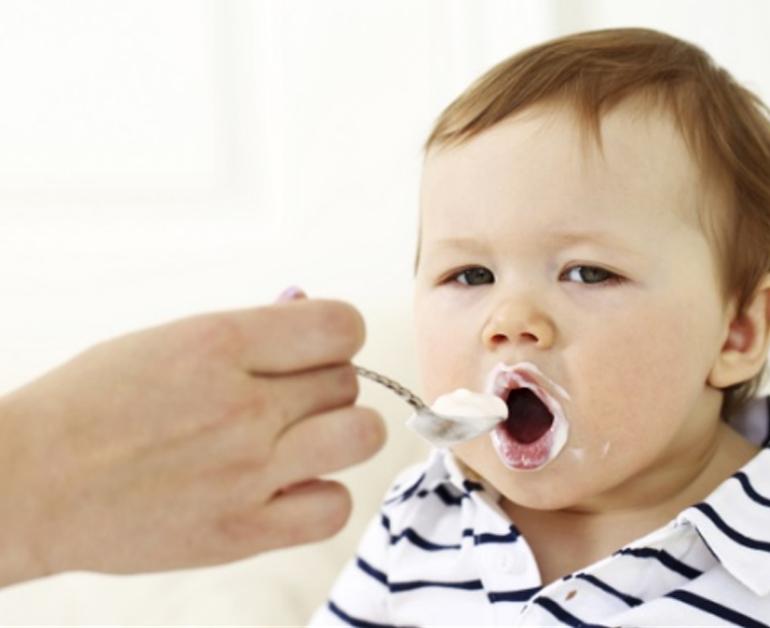 Nên ăn sữa chua vào buổi tối để hấp thụ tối đa lượng canxi trong nó