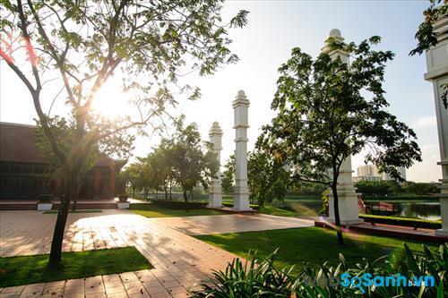 Đến nay, công viên đã có thêm nhiều công trình như Nhà triển lãm nghệ thuật, nhà thuyền, rạp hát ngoài trời, vườn mê cung, làng văn hóa...