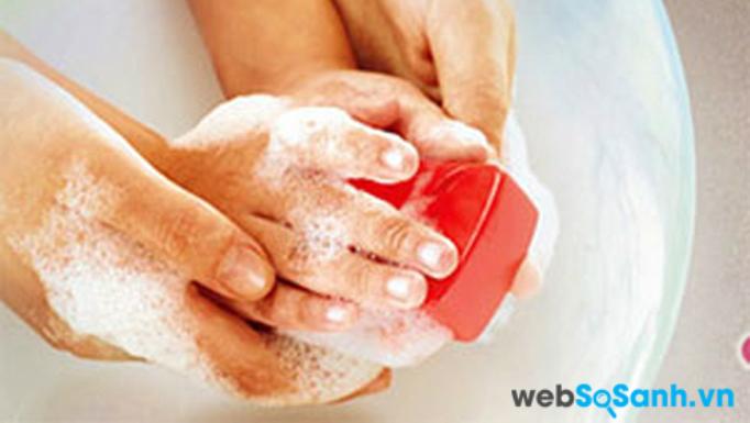 Cần rèn cho trẻ thói quen giữ gìn vệ sinh để tránh nhiễm bệnh (ảnh internet)