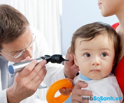 Cần cho trẻ đi khám nếu trẻ bị bệnh quá 2 ngày (ảnh internet)