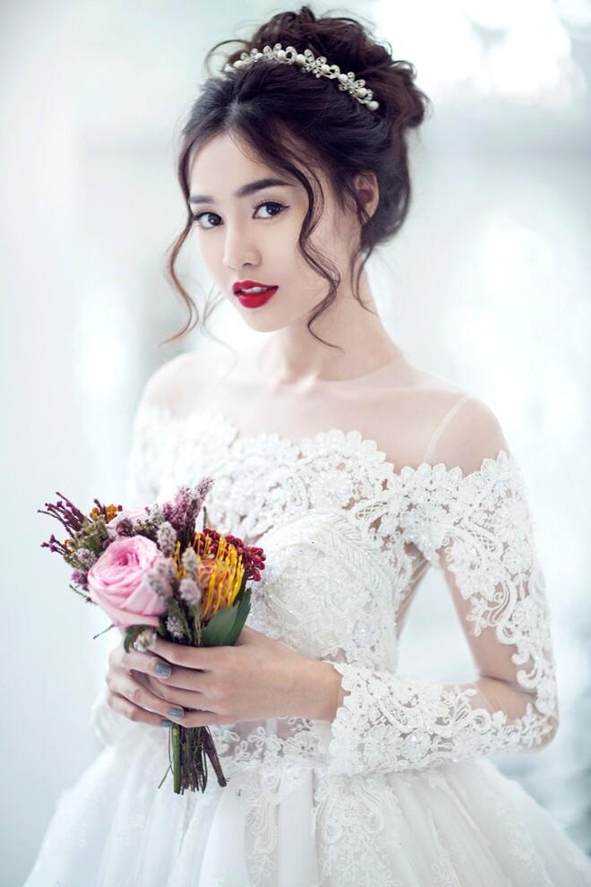 Tóc búi cao giúp cô dâu thêm thanh thoát và xinh đẹp