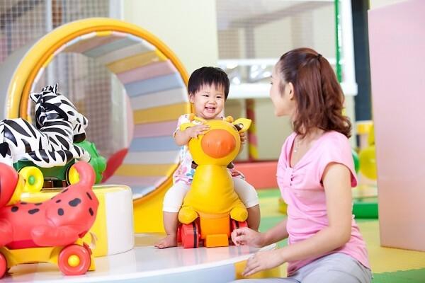 chọn đồ chơi cho trẻ 2 tuổi