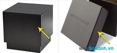 Nắp hộp đồng hồ Michael Kors thật chùm gần đến chân của hộp chứ không ngắn như trên đồng hồ giả