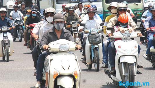 Với điều kiện vận hành ở Việt Nam, cứ sau khoảng 2000 km đi đường bạn nên thay dầu nhớt cho xe máy một lần