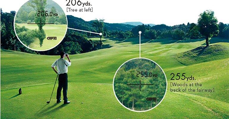 Ống nhòm đo khoảng cách được các golfer sử dụng trên sân golf