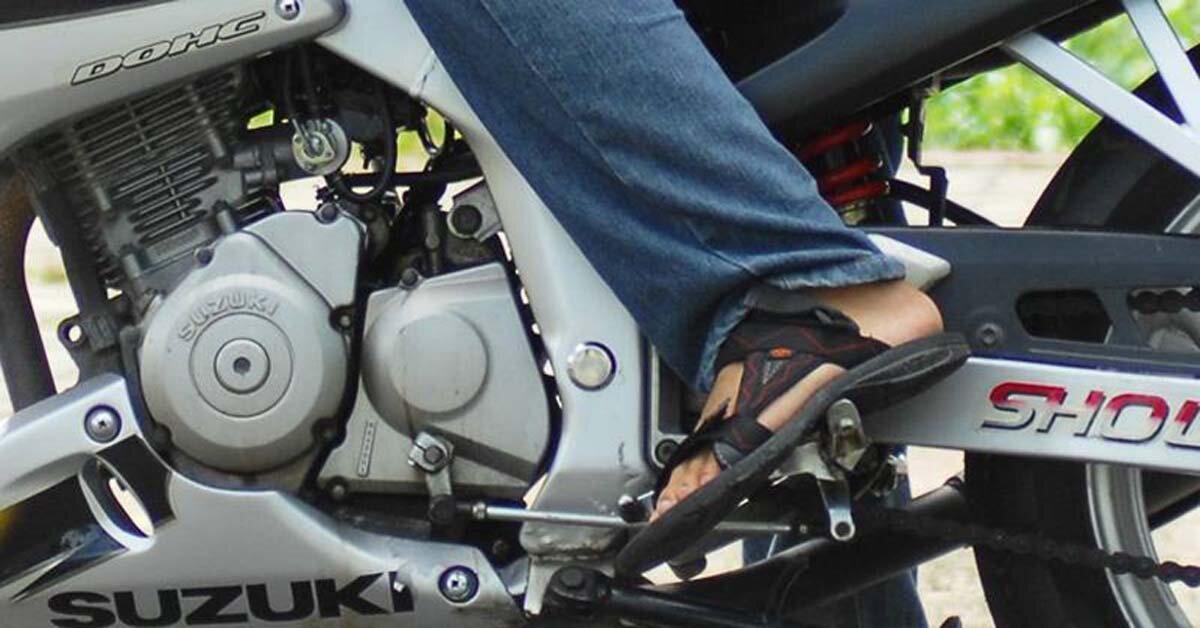 Phải làm gì khi xe máy bỗng dưng bị kẹt số?