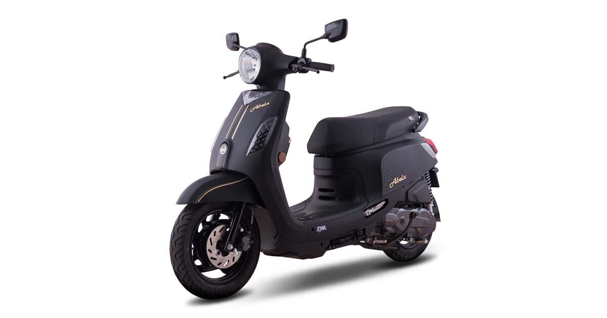 Phụ nữ nên mua xe máy Yamaha Acruzo hay SYM Abela tốt hơn