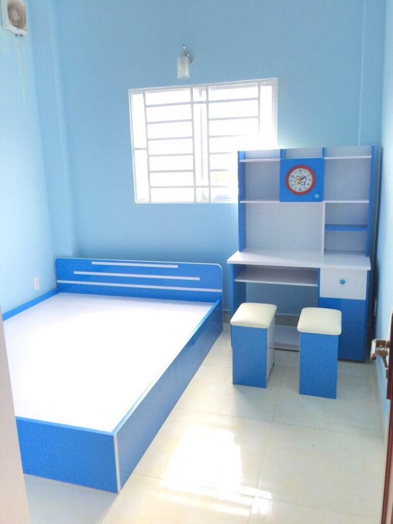 Bộ giường nhựa cho bé và bàn học sinh màu xanh