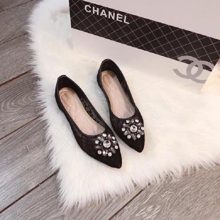 giày búp bê đính đá chanel