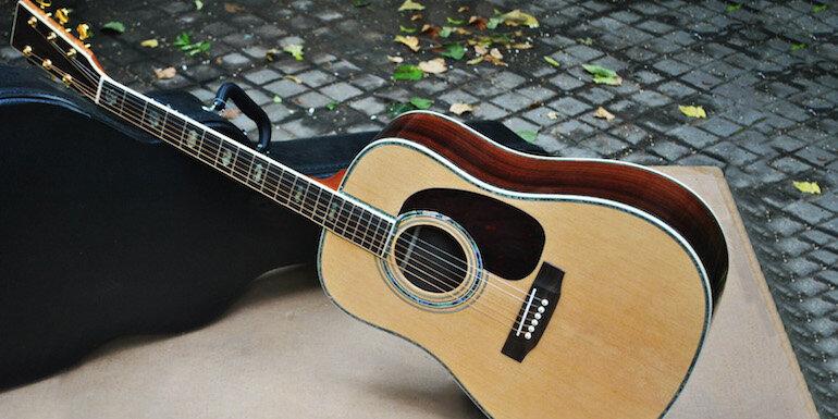 Đàn guitar Classic thường dùng để chơi nhạc cổ điển, âm thanh rất êm và trầm ấm