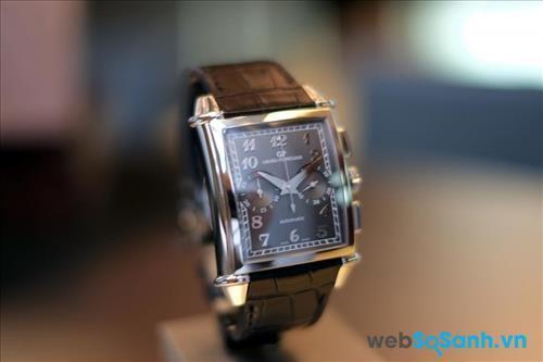 Mặt đồng hồ hiện số, các chi tiết đơn giản, gọn nhẹm dây da là những yếu tố nên có trên chiếc đồng hồ cho các bạn nam có cổ tay nhỏ