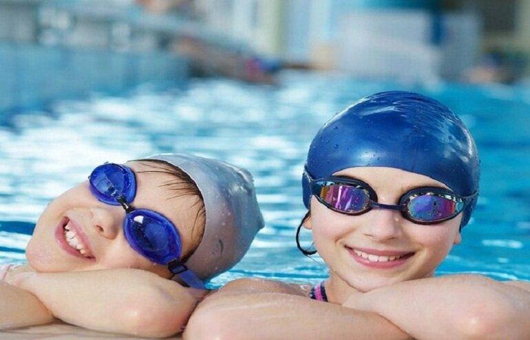 Mũ bơi silicon được sử dụng phổ biến