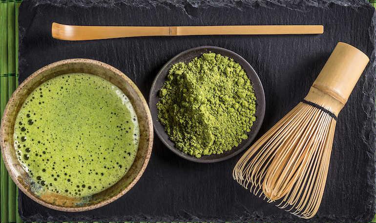Bột trà xanh giúp dưỡng sáng da, trị mụn, chống lão hóa da