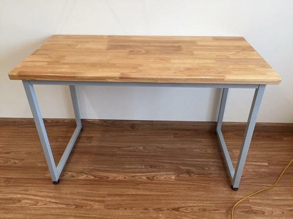 bàn làm việc chân sắt gỗ tự nhiên sinh liên