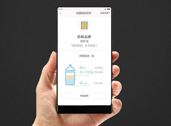 Điểm nhấn của sản phẩm này là quá trình pha sữa sẽ được điều khiển và theo dõi thông qua smartphone đã cài đặt ứng dụng của nhà sản xuất.