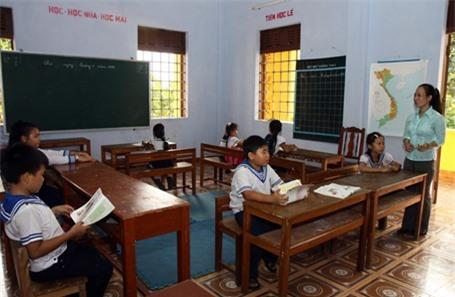 Một buổi học của lớp đặc biệt trên đảo Trường Sa lớn, huyện Trường Sa. (Ảnh: Hồ Cầu/TTXVN)