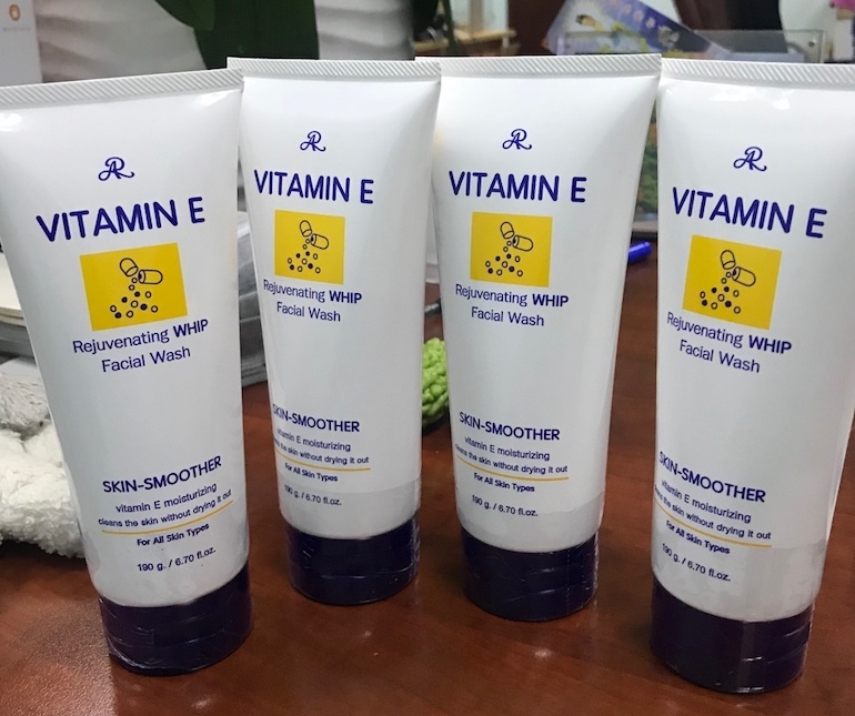 Sữa rửa mặt Vitamin E từ Thái Lan