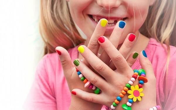 tác hại của sơn móng tay trẻ em