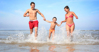 Top 3 kem chống nắng vô địch cả về chống nắng và chống thấm nước nàng đi biển nên biết mà sắm