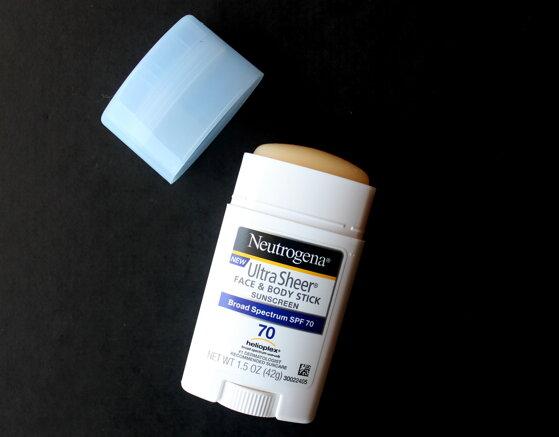 Review kem chống nắng dạng thỏi Neutrogena Ultra Sheer Face and Body Stick sunscreen SPF 70