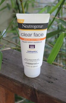 Review kem chống nắng Neutrogena Clear Face Liquid Lotion Sunscreen Broad Spectrum SPF 55 – Có an toàn cho da mặt?