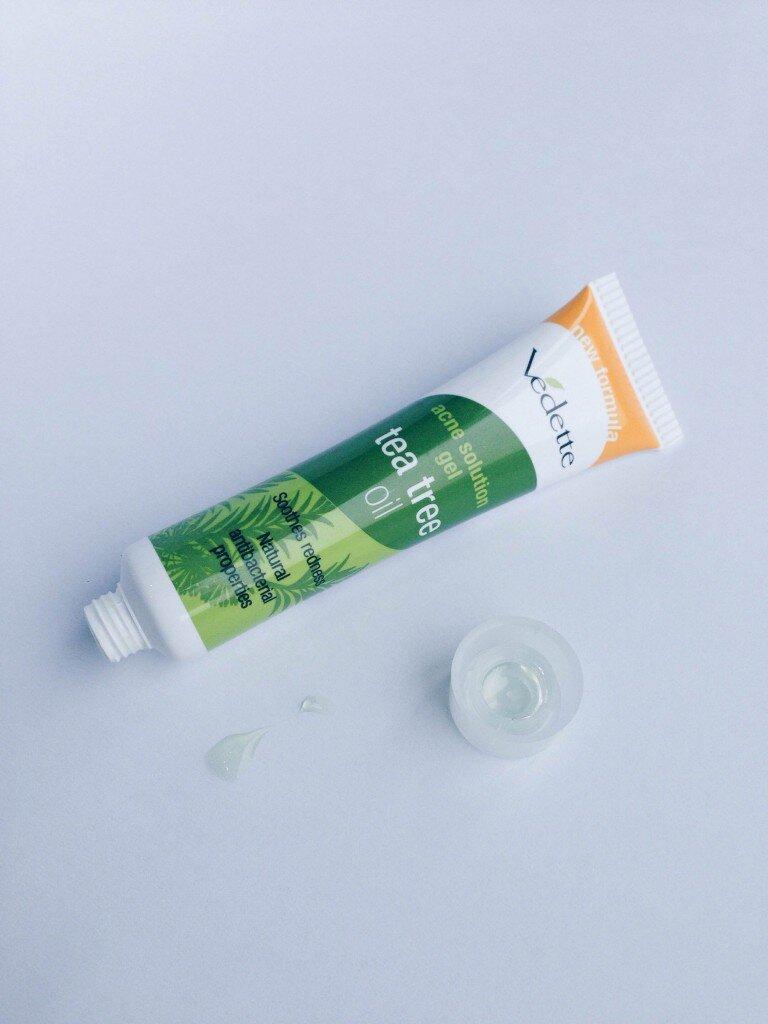 Review kem trị mụn Vedette Acne Solution Gel Tea Tree Oil – giá siêu rẻ, trị mụn tức thì