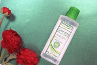 Review nước tẩy trang cho da nhạy cảm Simple Cleansing Water Kind to Skin