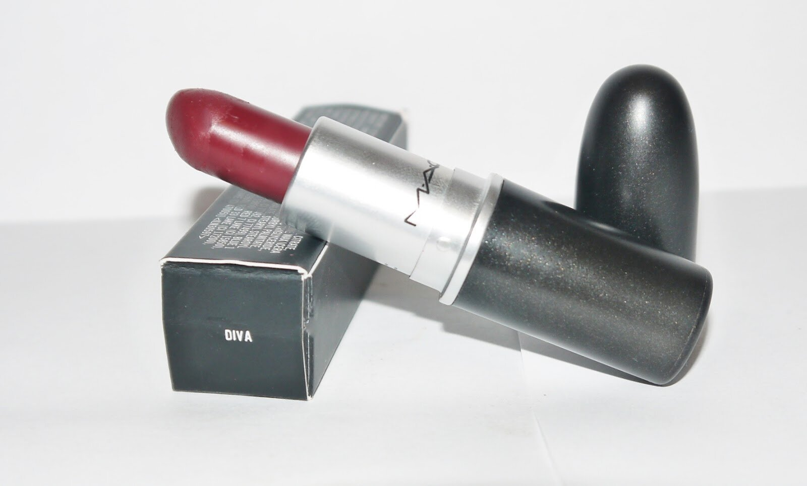 Review son MAC Matte Lipstick Diva