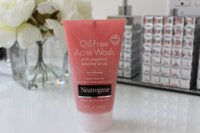 Review sữa rửa mặt trị mụn Neutrogena Visibly Clear Gel Nettoyant Exfoliant Pamplemousse Rose