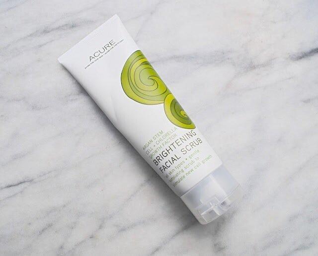 Review tẩy da chết Acure Brightening Facial Scrub – bí quyết giúp bạn gái có được làn da rạng rỡ