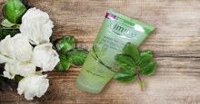 Review về sữa rửa mặt Simple Kind to Skin Refreshing Facial Wash