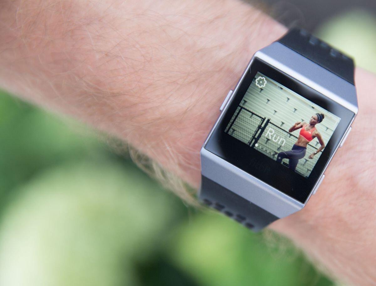Smartwatch hỗ trợ theo dõi sức khỏe