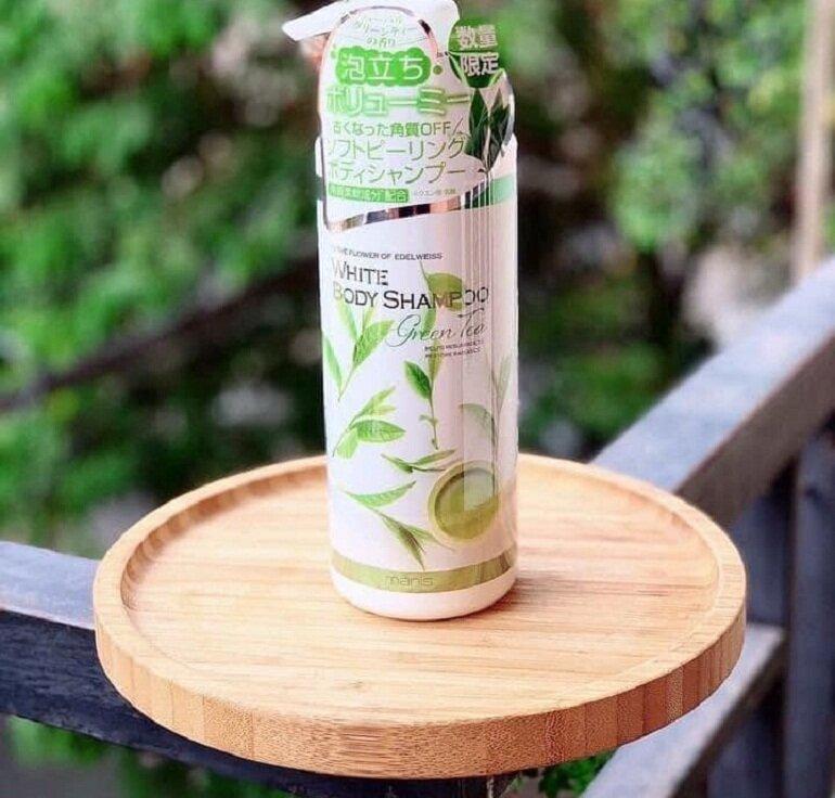 Sữa tắm Manis trà xanh - Giá tham khảo: 280.000 vnđ/ chai dung tích 450ml