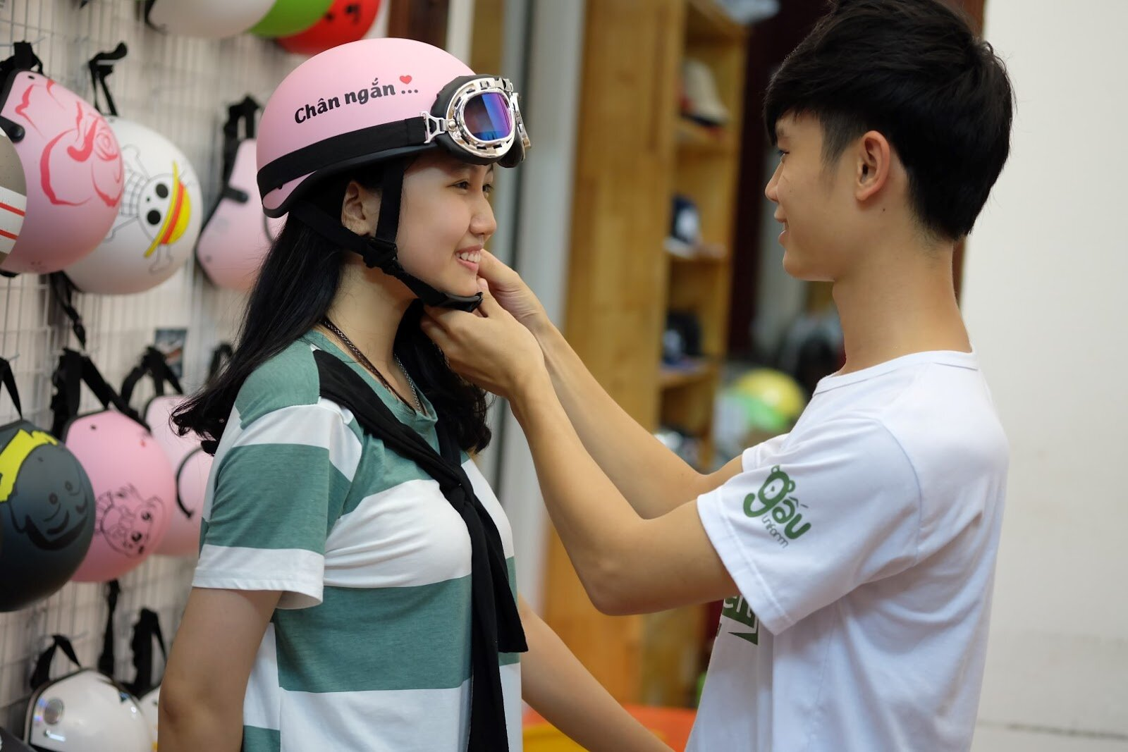 Để bảo vệ bản thân nên chọn mua Mũ bảo hiểm thời trang đạt chuẩn
