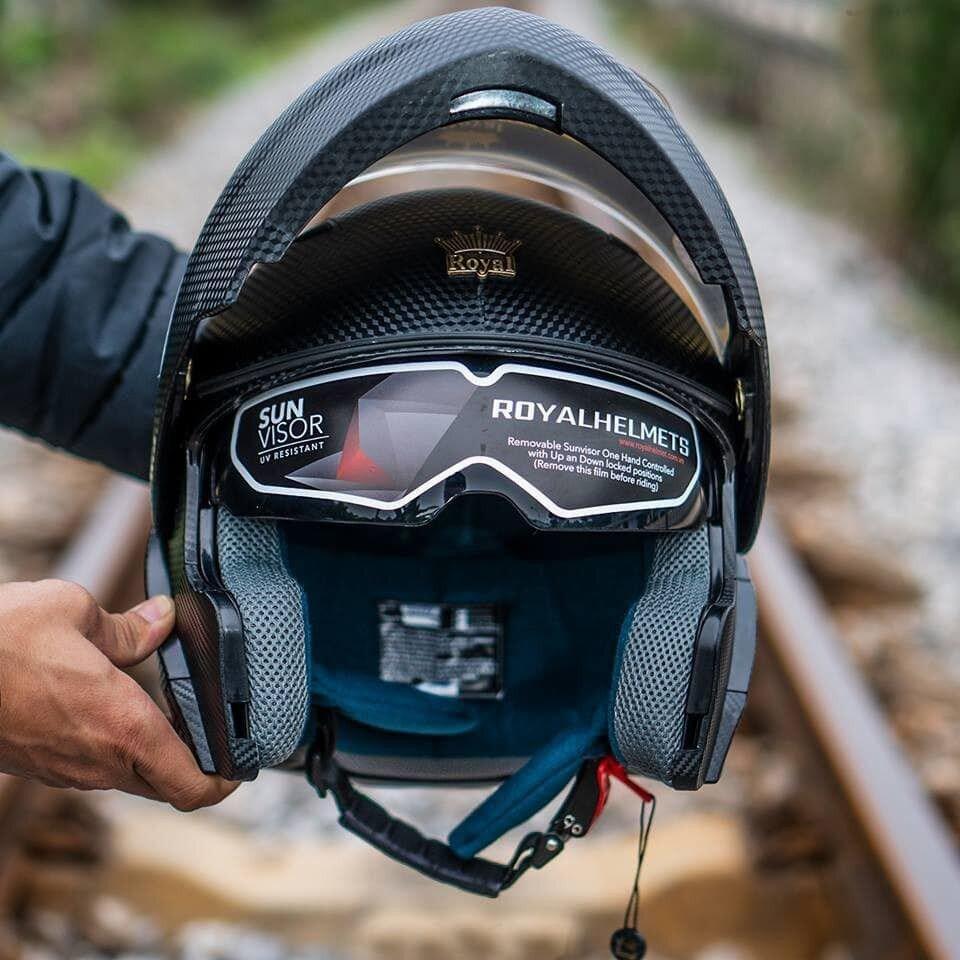 Mẫu fullface lật hàm của Royal Helmets