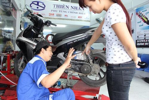 Sai lầm của phụ nữ khi lái xe máy