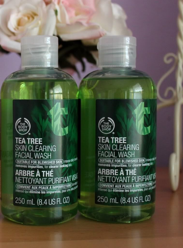 So sánh Clinique Clarifying Lotion và The Body Shop Tea Tree Skin Clearing Toner