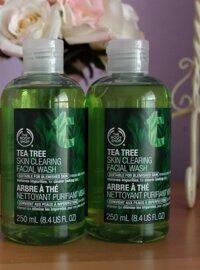 So sánh Clinique Clarifying Lotion và The Body Shop Tea Tree Skin Clearing Toner