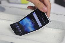So sánh điện thoại di động giá rẻ Sony Xperia Acro S LT26w và Galaxy S Duos