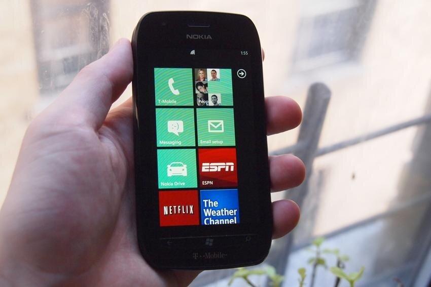 So sánh điện thoại di động giá rẻ Sony Xperia E3 và Lumia 710