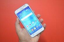So sánh điện thoại đi động HTC One Max và Samsung Galaxy J5