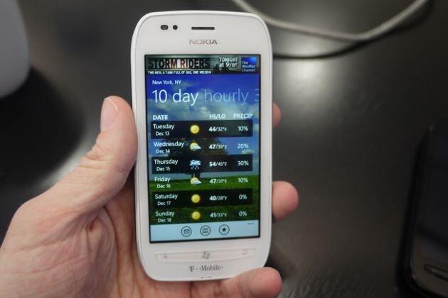 So sánh điện thoại di động Nokia Lumia 710 và Sony Xperia TX LT29i