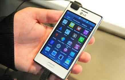 So sánh điện thoại di động Sony Xperia E4 và LG Optimus L5