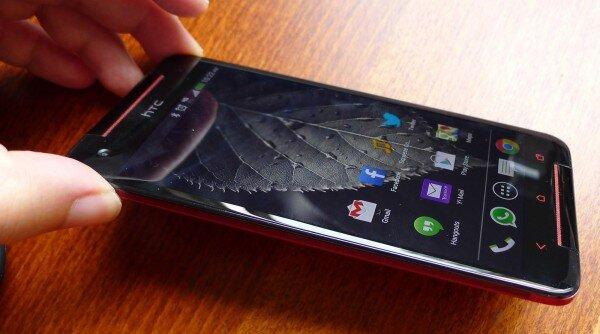 So sánh điện thoại di động Sony Xperia C C2305 và HTC Butterfly S: lợi thế dành cho smartphone của HTC
