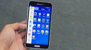So sánh điện thoại di động Sony Xperia M4 và Samsung Galaxy J