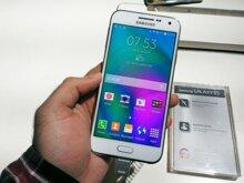 So sánh điện thoại Nokia Lumia 1320 và Samsung Galaxy E5