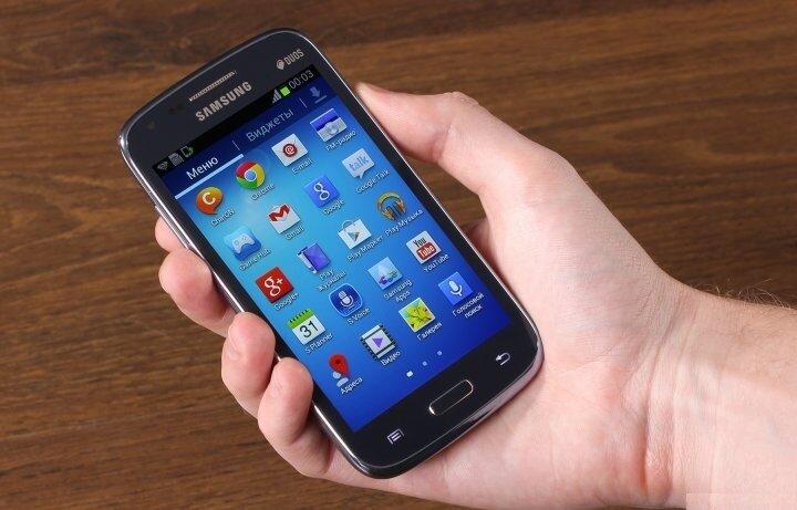 So sánh điện thoại Nokia Lumia 720 và Samsung Galaxy Core I8262