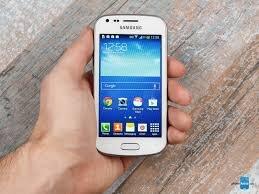 So sánh điện thoại Sony Xperia U và Samsung Galaxy Trend
